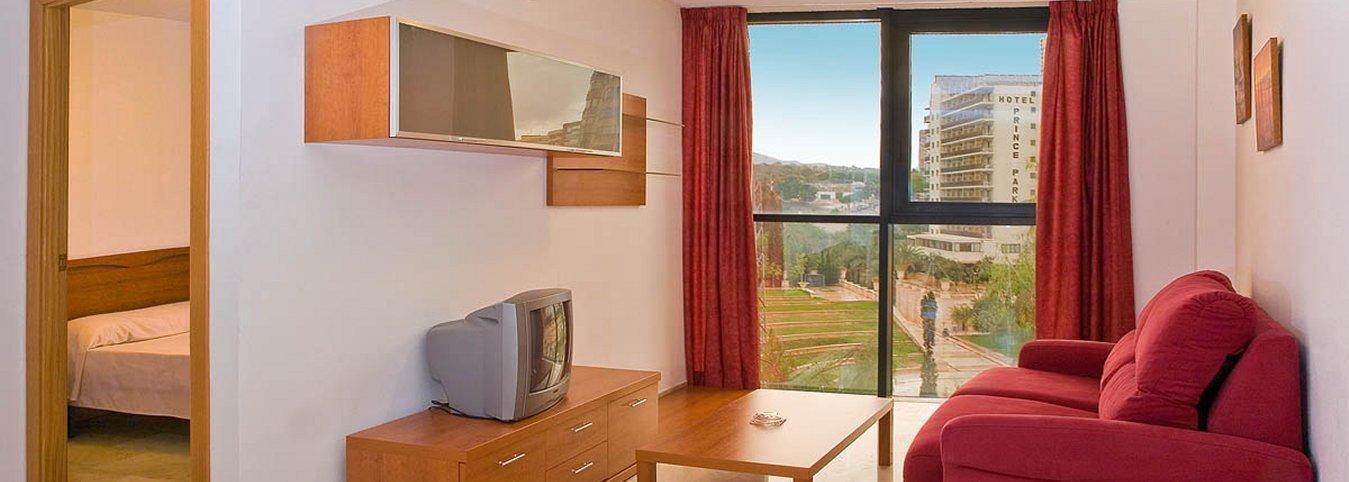 Salón independiente con vistas al parque de L'Aiguera - Отель Magic Atrium Plaza
